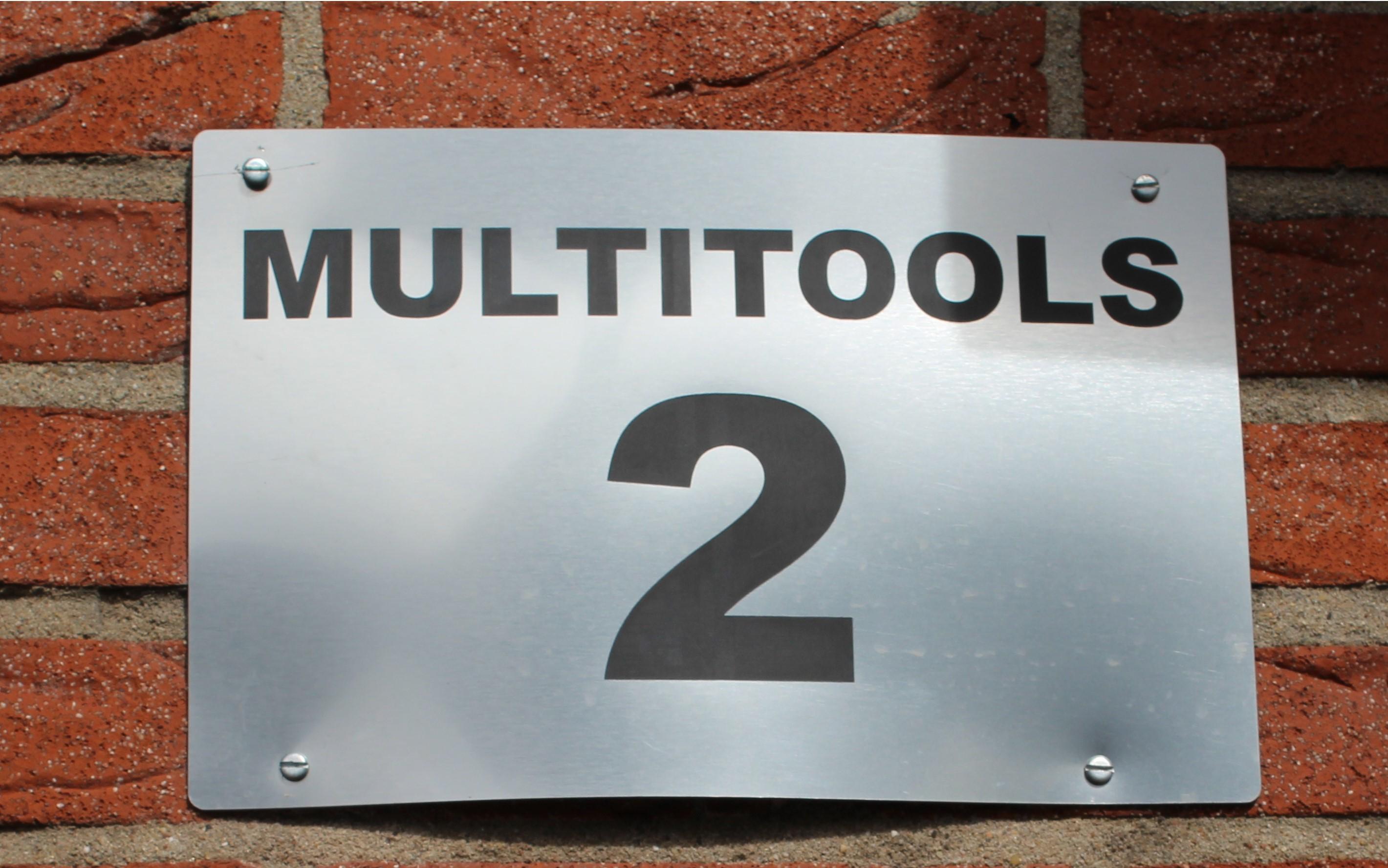 Naamplaat en huisnummer gegraveerd